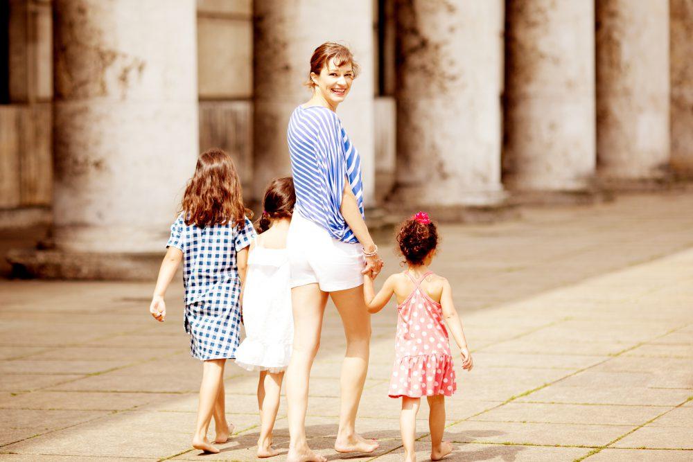 Mit beinen Sonja mit kids