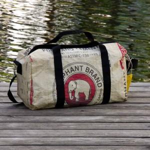 Die Elefantentasche wird aus alten Zementsäcken gefertigt
