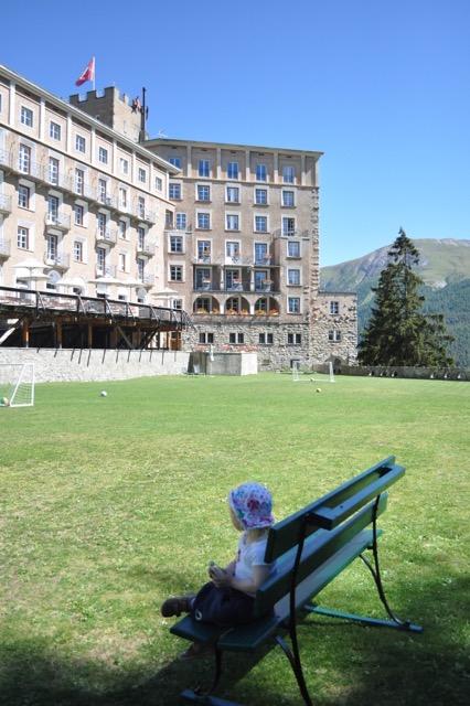 Kinderblick auf der Hotel Castell im schweizer Engadin