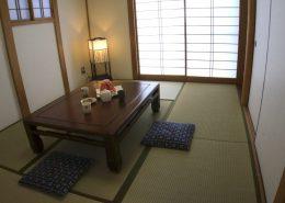 Das japanische Esszimmer, man nimmt am Boden Platz.