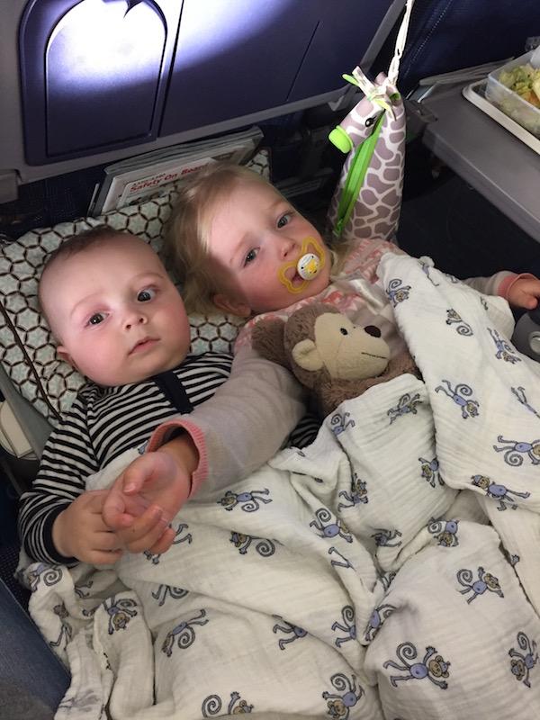 Allein oder zu zweit, mit dem Kinderkofferbett ist genug Platz zum Kuscheln
