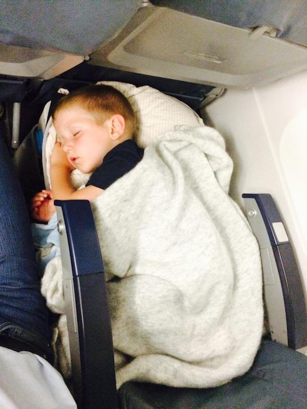 So fliegt Familie entspannt in den Urlaub