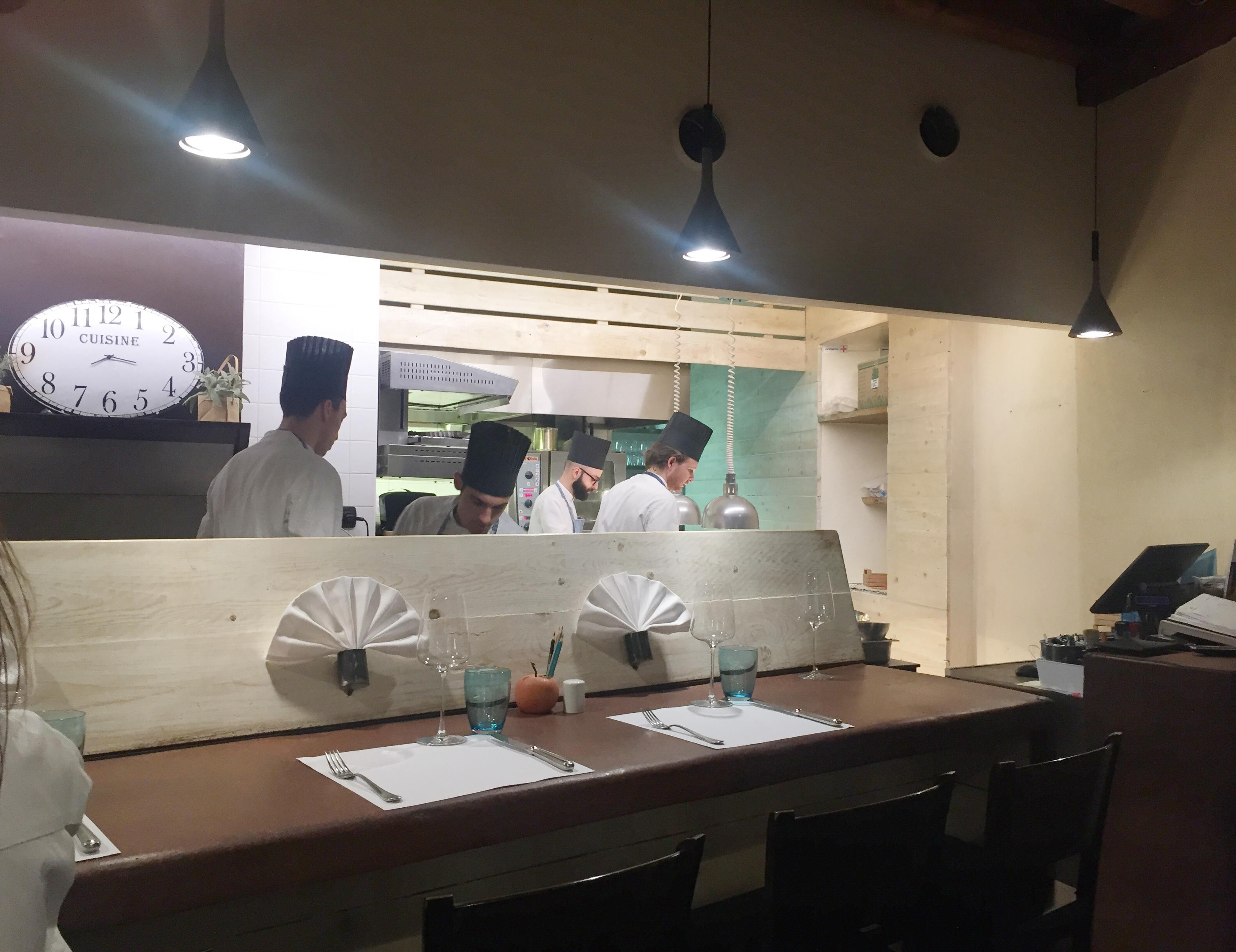 Die offene Küche im 4Cuochi in Verona ... spannend!