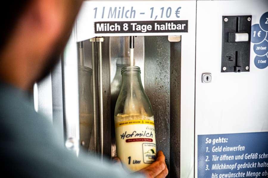 Urlaub auf dem Bauernhof mit Kindern im Allgäu: Milchautomat