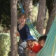 Entertainment á la Natur: Hängematte-Schaukeln zwischen Eukalyptusbäumen