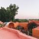 Die marokkanisch-bunte Anlage mitten in der Natur