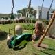Im Garten haben die Kids ihren eigenen Spielplatz