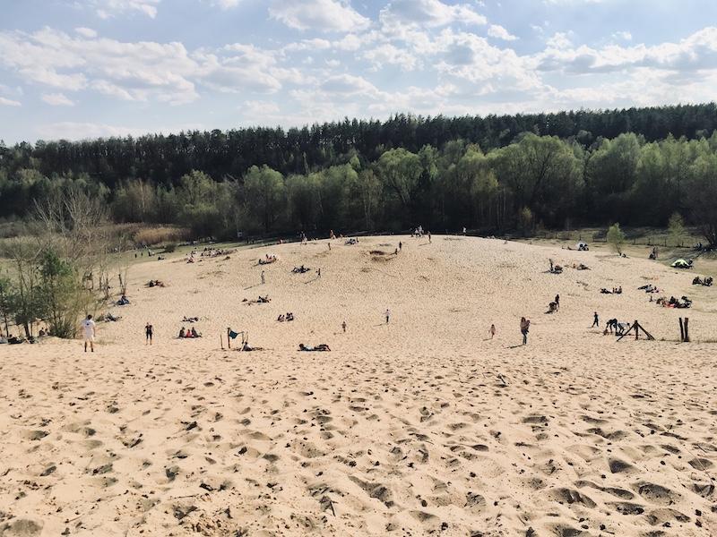 ...Buddeln und toben die Kids im Sand