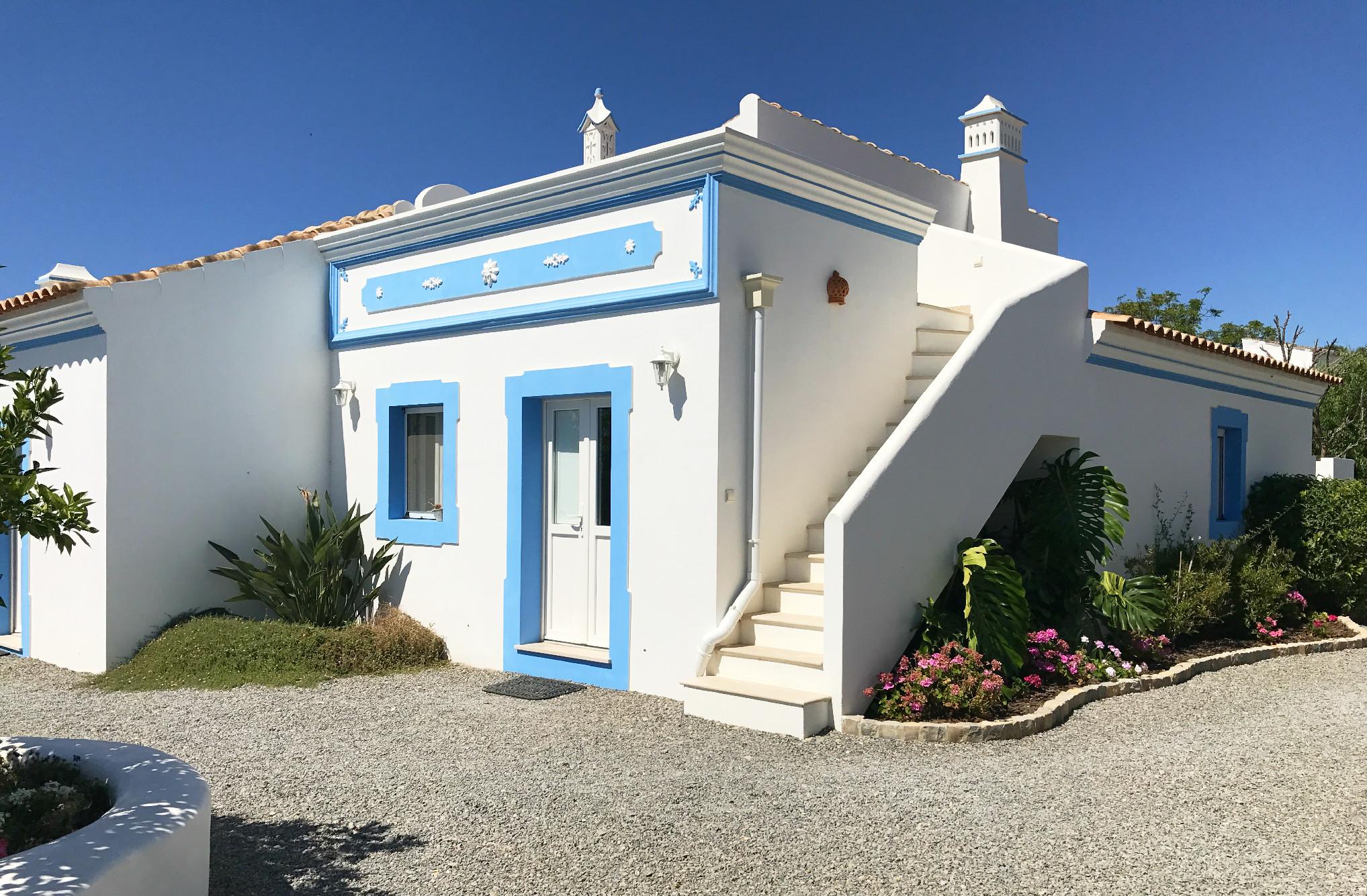 Algarve mit Kids: Eines der Ferienhäuser im Casa Flor de Sal, die übrigens innen genauso hübsch sind wie außen.