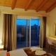 Das Schlafzimmer einer Ferienwohnung im Haus Dimitri