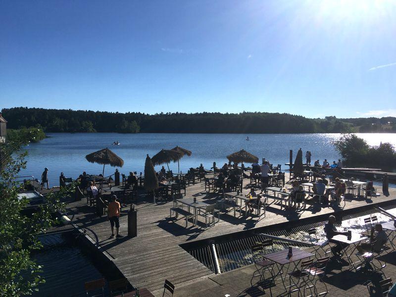 Fränkisches Seenland mit Kindern: Cooles Hafencafé am Igelsbachsee