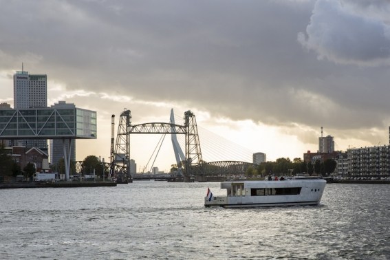 Das Wohnschiff vor Rotterdam