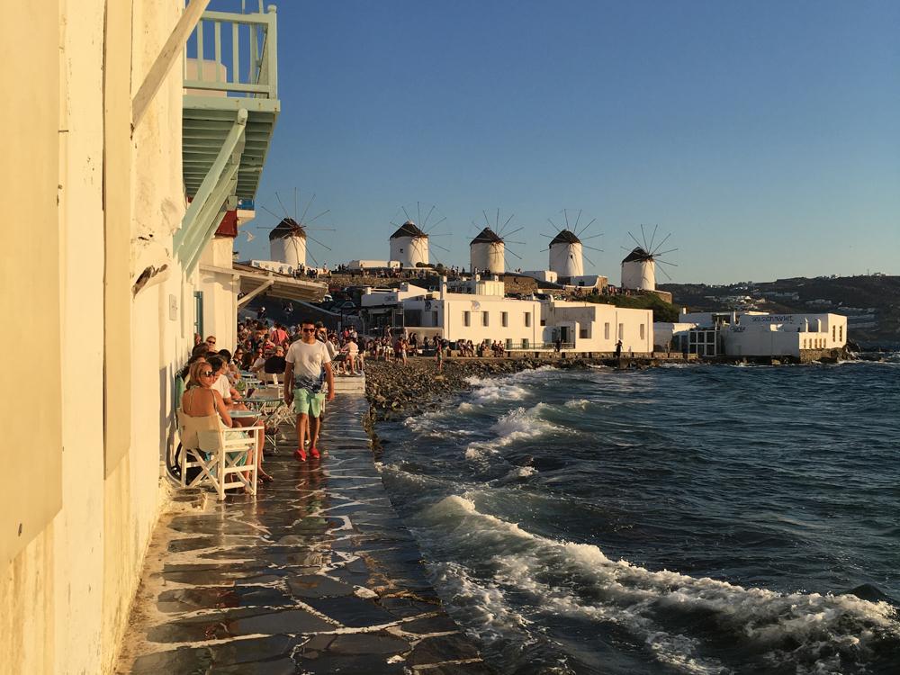 Die für Mykonos typischen Windmühlen machen aber auch was her im Familienurlaub!