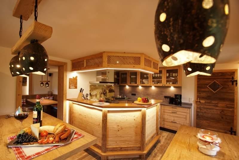 Die große Küche der Hattsbergküche - perfekt für Kochorgien im Freundesrudel (Foto: Hattsberghütte)
