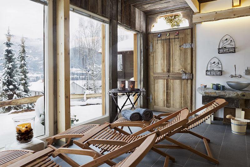Der Blick aus dem Saunahaus auf die Winterlandschaft in den Ferienhäuser Gerhart. Optimal für Urlaub mit Kind und Hund