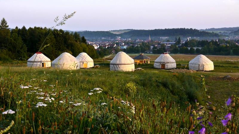 Die Jurten auf dem Hopfgut Hopfenburg bei Münsingen auf der Mittleren Alb - Schwäbische Alb mit Kindern
