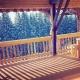 Die großen Fenster erweitern die Balkone im Sommer zum Wohnzimmer