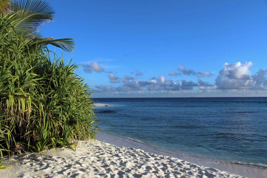 Blick aufs Meer von der Einheimischeninsel Ukulhas aus (Foto @inselnauten)