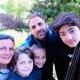 Eure Gastgeber Nathalie und Nicolas mit ihren drei Kindern