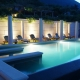 Der Pool ist abends schön beleuchtet und Ihr dürft zu jeder Tageszeit Eure Bahnen ziehen