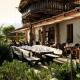 Auf dieser schönen Terrasse könnt Ihr frühstücken und dinnieren