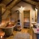 Ein Badezimmer mit freistehender Badewanne!