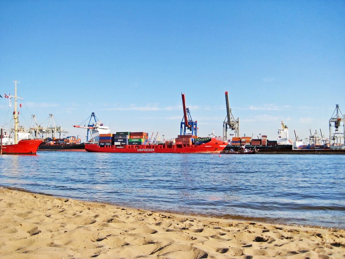 Schiffe gucken im Hamburger Hafen