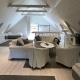 Wohn- und Schlafbereich unter dem Dach im Loft
