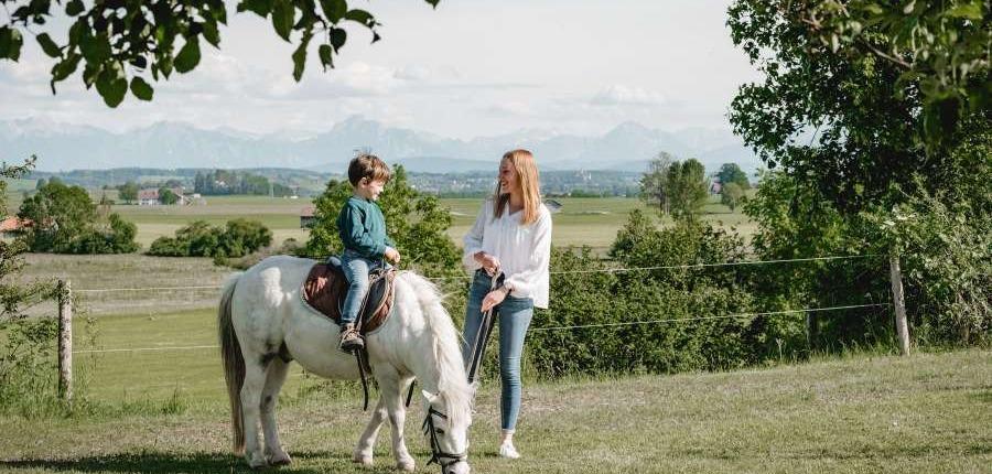 Urlaub auf dem Bauernhof mit Kindern im Allgäu: Reiten