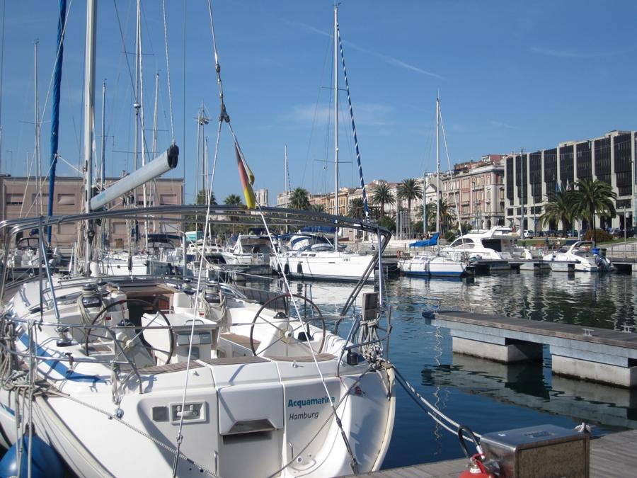 ....Aber auch Yachten bestaunen und mit Eis am Hafen flanieren gehört zu einem Sardinien Urlaub mit Kindern dazu.