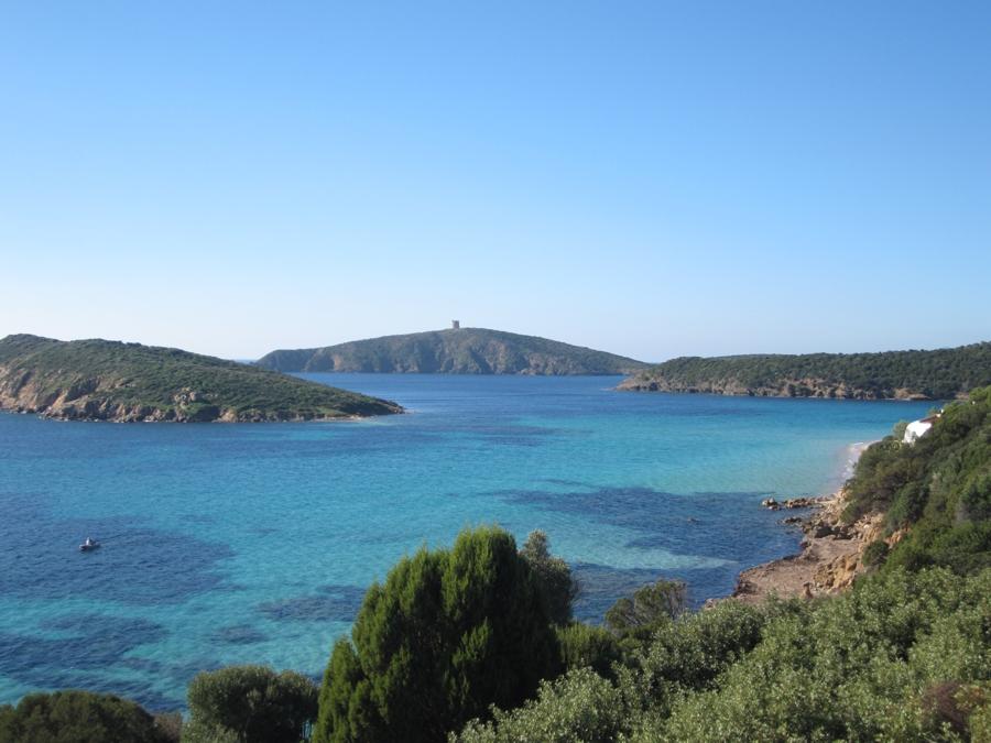 Sardinien mit Kindern: Die rauere Südwestküste Sardiniens - Hier findet sich überall ein ruhiges Plätzchen zum Baden im türkisblauen Meer