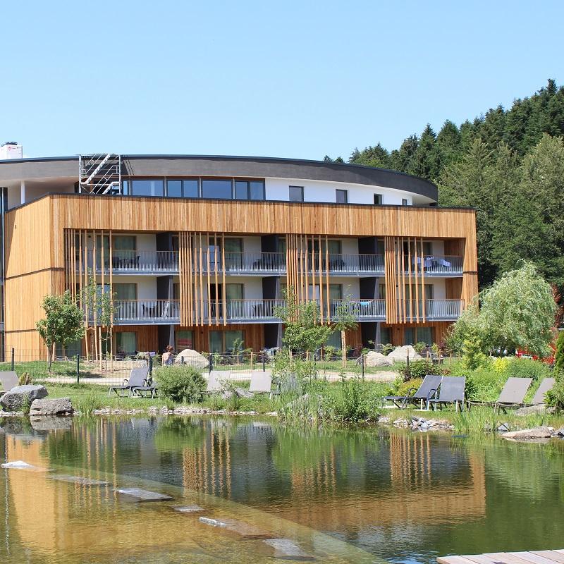 Familienurlaub in Bayern: Der Schreinerhof liegt ganz malerisch mitten im bayerischen Wald!