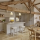 Die Küchen sind in beiden Schlössern so perfekt ausgestattet wie diese Küche einer Villa des Serjac.