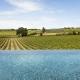 Serjac - Der Blick vom Infinity Pool auf die Weinberge und Felder