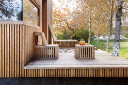 Terrasse vor dem Wohlfühlhaus im Seehotel