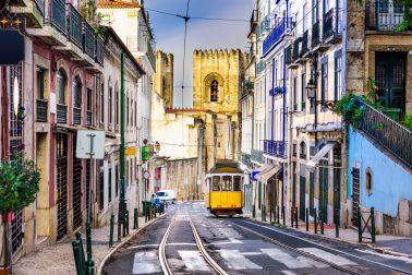 Die Trams gehören zu Lissabons Stadtbild