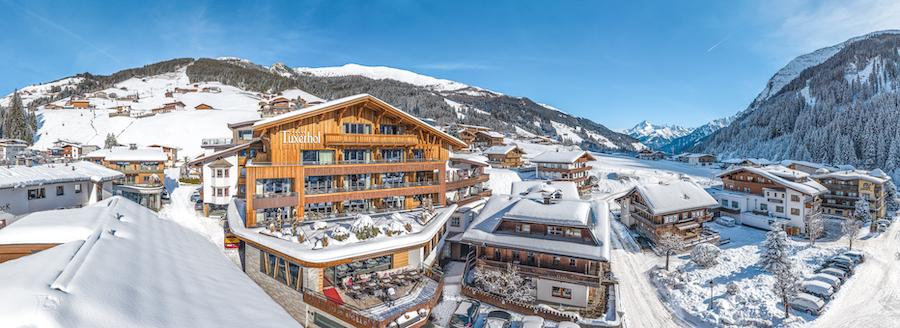 So geht Skifahren mit Kindern: Tuxerhof mit Winterwonderland und Berg