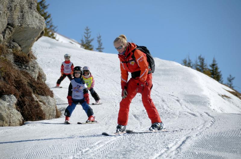 Tuxerhof: Die Skilehrer holen Eure Kids sogar direkt am Hotel ab
