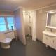 Eins der Badezimmer im Haus Äppellund