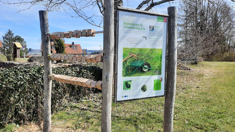 Die Schautafeln auf dem Naturlehrpfad bieten nicht nur für die Kids Abwechslung beim Wandern (Foto: privat Familie Daiber)