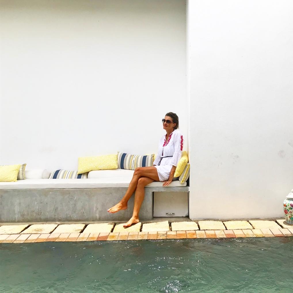 Die Autorin Sonja im Amanta Beach Resort - auf Sri Lanka kann man alles haben. Strand, Tiere und Kultur. We like!