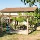 Zum Brentina gehören ein hübscher Garten mit Pergola und Pool