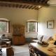 Kochen und Beisammensitzen in der Küche der Doderi Est-Ferienwohnung