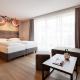Das Doppelzimmer Hof-Schick bietet genug Platz für eine Familie