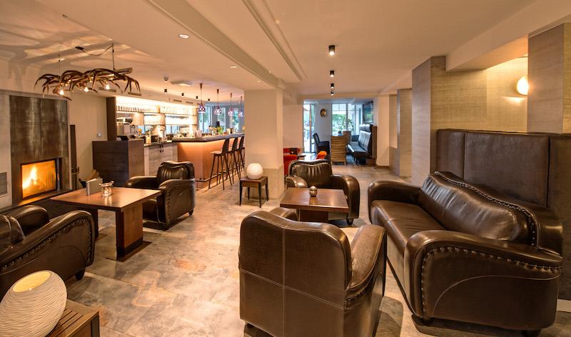 An der Bar könnt Ihr natürlich auch die Edelbrände und Liköre probieren, die in der Privatbrennerei des Hotels liebevoll hergestellt werden