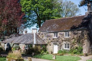 Das zuckersüße Manor Cottage steht direkt auf der Farm