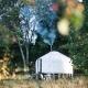 Im Mongolischen Yurt ist Platz für zwei Erwachsene und ein Baby. Perfekt für abenteuerlustige Familien