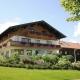 Vom Edmeierhof von Rosi und Thomas Holnzer aus hat man einen wunderbaren Blick auf die Chiemgauer Alpen
