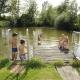 Auf dem Edmeierhof gibt´s auch einen Badeteich, in dem die Kids im Sommer plantschen können