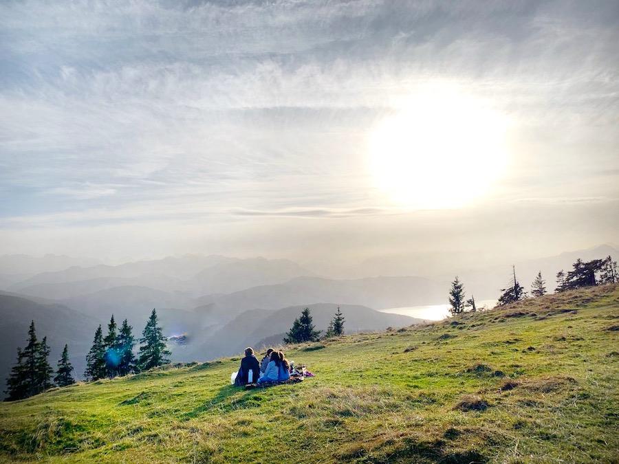 Picknick auf dem Hirschhörnlkopf mit Blick auf den Walchensee